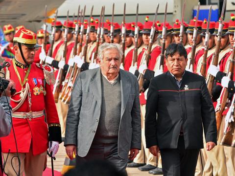 Presidentes-de-Uruguay-y-Paraguay-llegan-a-Bolivia-para-participar-del-G77