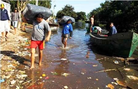 Van-199.050-desplazados-debido-a-las-inundaciones-