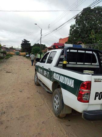 Policias-abandonan-su-carro-patrullero-