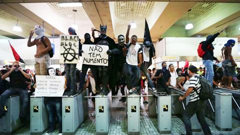 Trabajadores-mantienen-huelga-de-metro-en-Sao-Paulo-