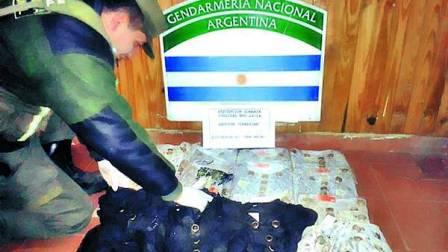 Boliviano-llevaba-droga-en-botones