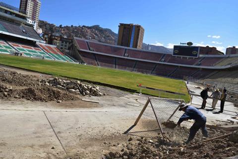 Cesped-del-estadio-Hernando-Siles-esta-en--condiciones-infames--