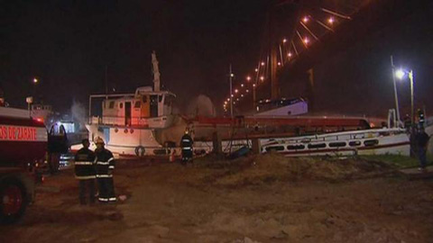 Dos-bomberos-muertos-y-17-heridos-tras-explosion-en-navio-