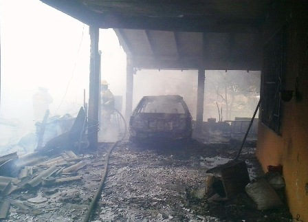 Incendio-consume-vivienda-y-vagoneta