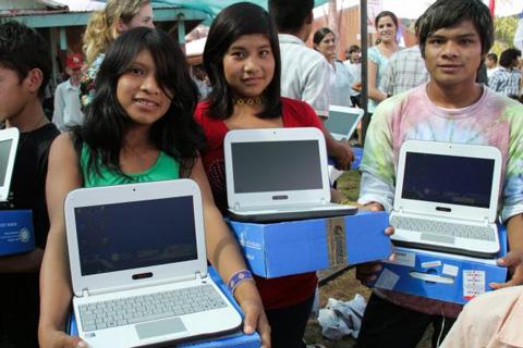 Evo:-Ensamblado-de-2.700-computadoras-diarias-permitira-cumplir-entrega-de-160.000-equipos