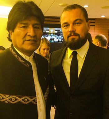 Morales-aprovecha-para-posar-junto-a-Leonardo-Dicaprio-