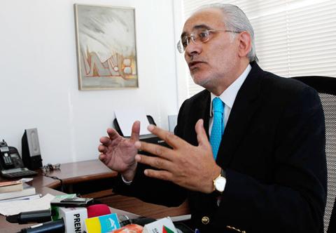 Carlos-Mesa-explica-a-Ban-la-demanda-maritima-contra-Chile