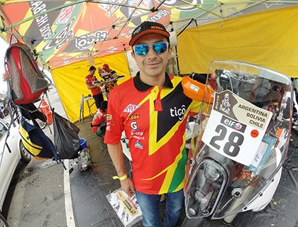 El--Chavo--Salvatierra-con-todo-listo-para-competir-en-el-Dakar-2015