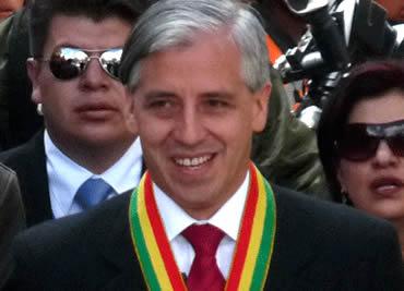 Álvaro-Garcia-Linera-jura-como-vicepresidente-por-tercera-vez-