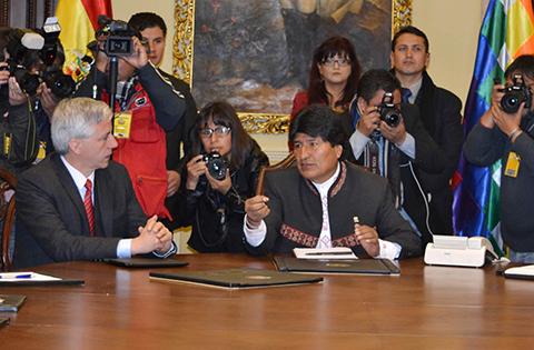 Evo-pide-acabar-con-la--hora-boliviana--