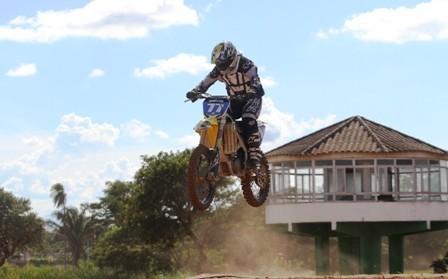 Las-motos-rugen-en-la-villa-deportiva
