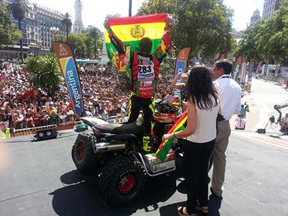 La-tricolor-se-luce-en-la-largada-simbolica-del-Dakar-