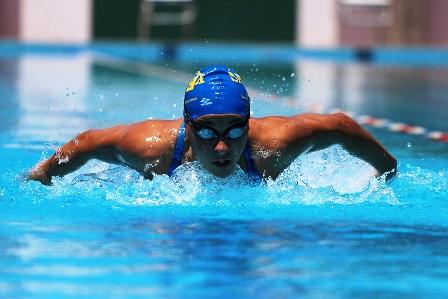 Crucenos-lideran-la-natacion-en-Sucre