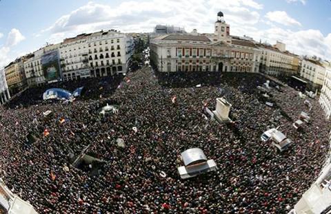 Miles-de-personas-se-manifiestan-en-Madrid-