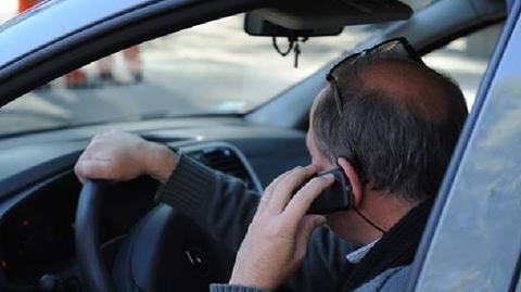 Multan-a-53-conductores-por-hablar-por-telefono-mientras-conducian