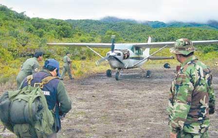 Droga-de-Peru-a-Bolivia-ante-mirada-de-militares