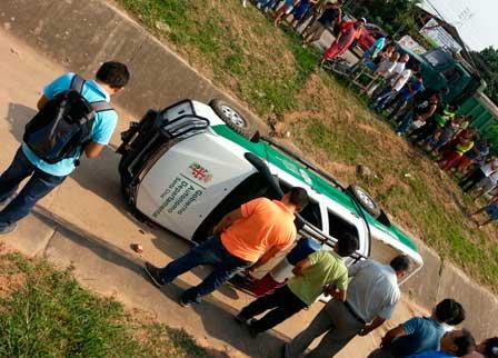 Vehiculo-oficial-causa-un-accidente