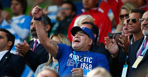 Maradona-en-Leicester-para-asistir-al-Argentina-Tonga