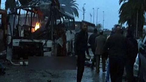 -Al-menos-14-muertos-por-explosion-en-bus-seguridad-presidencial-en-Tunez
