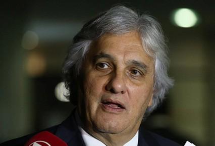 Arrestan-a-senador-oficialista--por-escandalo-en-Petrobras