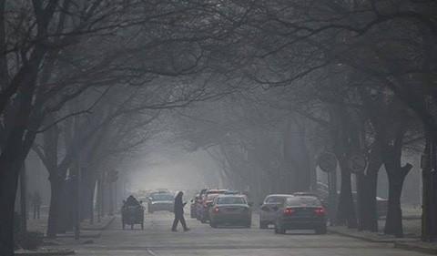 Por-la-fuerte-contaminacion,-en-Pekin-hace-tres-dias-que-no-se-ve-el-sol