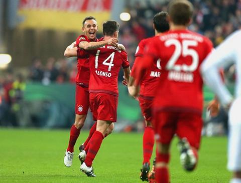 Bayern-Munich-pasa-a-cuartos-de-final-con-gol-de-Alonso