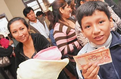 FMI-advierte-que-politicas-sociales-de-Bolivia-estan-en-riesgo-por-caida-de-las-materias-primas