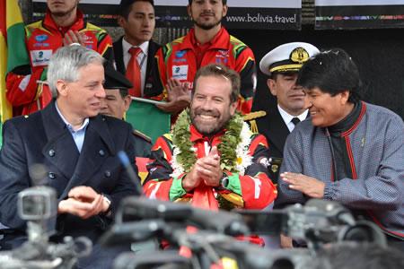 Morales-presenta-a-pilotos-que-participaran-en-el-Rally-Dakar-2016