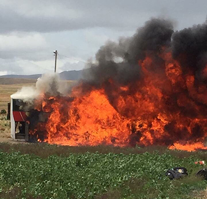 -Bus-de-Wilstermann-se-incendia-en-ruta-a-Oruro