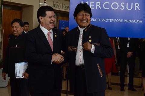 Presidente-Evo-llega-a-Paraguay-para-participar-de-la-Cumbre-del-Mercosur