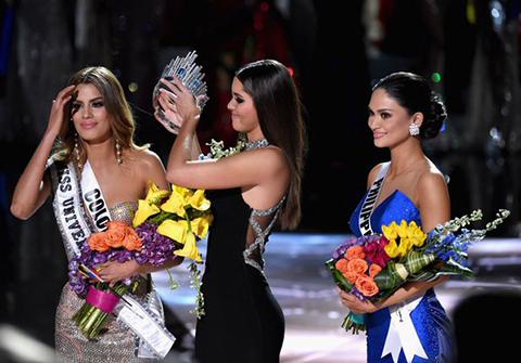 Por-error,-coronan-Miss-Universo-a-Miss-Colombia,-en-lugar-de-Miss-Filipinas