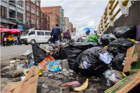 El-Alto-lleno-de-basura-tras-retiro-de-empresa-de-aseo