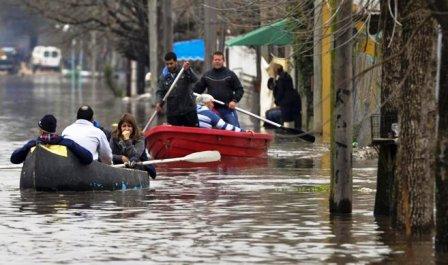 Miles-de-evacuados-en-Argentina-y-Uruguay