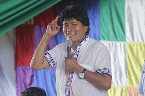 Evo-Morales-anuncia-construccion-de-casas-para-madres-solteras-