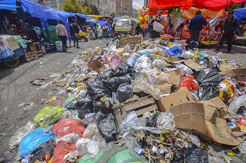 Declaran-emergencia-en-El-Alto-por-las--montanas--de-basura