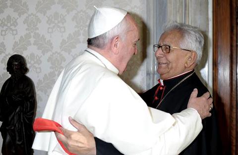 El-papa-Francisco-acompana-al-Cardenal-con-oraciones