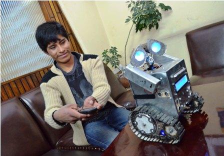 Adolescente-crea-un-robot-con-basura-y-se-hace-viral