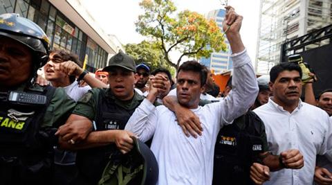 Lopez-cumple-un-ano-en-prision,-no-piensa-dejar-Venezuela