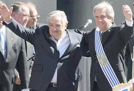 Mujica-entrega-la-banda-presidencial-a-Vazquez