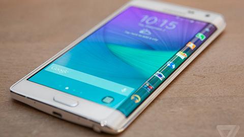 Samsung-presenta-el-Galaxy-S6-Edge-con-curvas