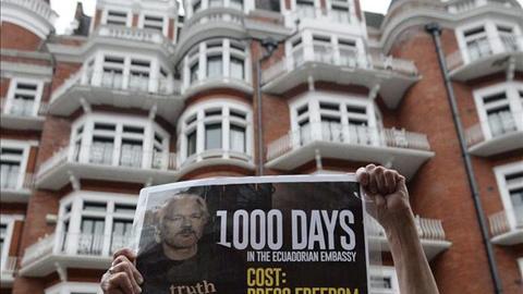 Una-vigilia-marca-los-mil-dias-de-Assange-en-la-embajada-de-Ecuador