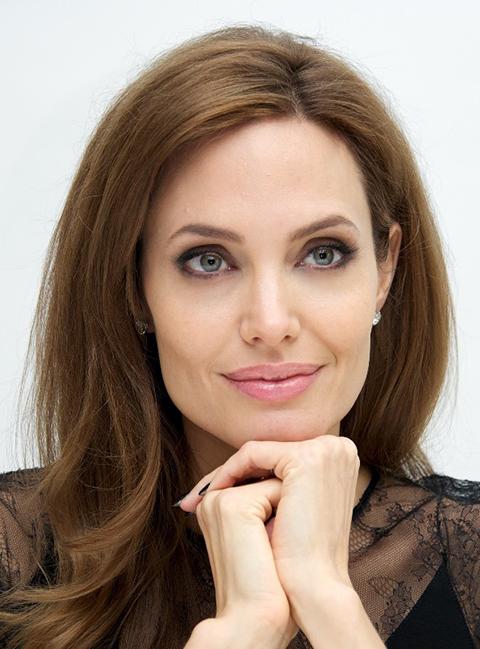 Angelina-Jolie-se-extirpa-los-ovarios-para-evitar-el-cancer