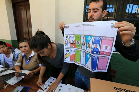 Bolivia-ya-vota-para-elegir-a-sus-alcaldes-y-gobernadores