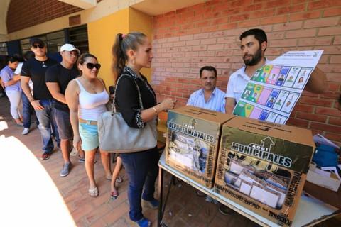 Retraso-en-apertura-de-mesas-marca-la-media-jornada-electoral