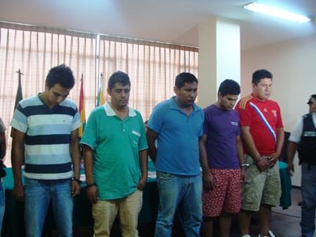 Caen-jovenes-especializados-en-robar-carteras-y-celulares