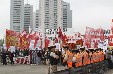Gobierno-argentino-tacha-de--irresponsable--las-amenazas-de-nueva-huelga