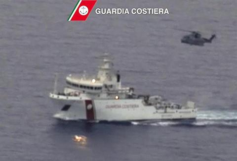 Al-menos-24-cadaveres-recuperados-de-los-700-desaparecidos-en-el-Mediterraneo