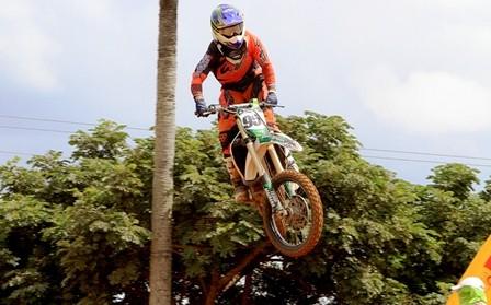 Felipe-sube-a-lo-maximo-del-podio