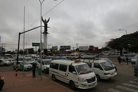Minibuseros-levantan-bloqueo-en-la-ciudad-por-cuarto-intermedio