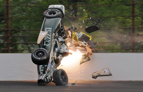 Un-piloto-de-la-Indycar-sale-ileso-tras-impactante-accidente